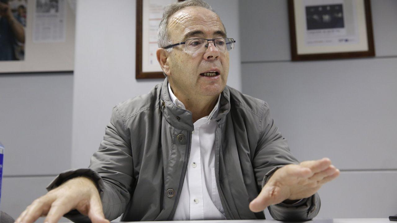 El líder de Ciudadanos, Albert Rivera, festeja junto a sus candidatos los resultados electorales ante la sede del partido en Madrid
