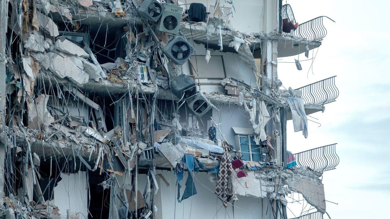 Estado en el que quedó el edificio, de 12 plantas y 40 años de antigüedad, en Miami Beach