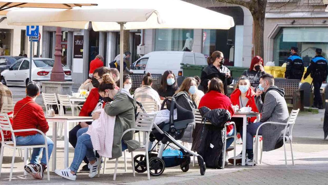 Pontevedra y O Salnés invitan a dar un paseo y descubrir sus lugares con encanto.Terrazas en Vilagarcía