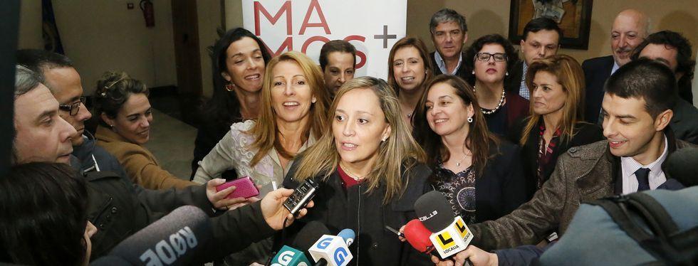 Elena Muñoz habló en el vestíbulo y después comió con el grupo de mujeres Sumamos. <span lang= es-es >fotos</span><span lang= es-es > M. moralejo </span>