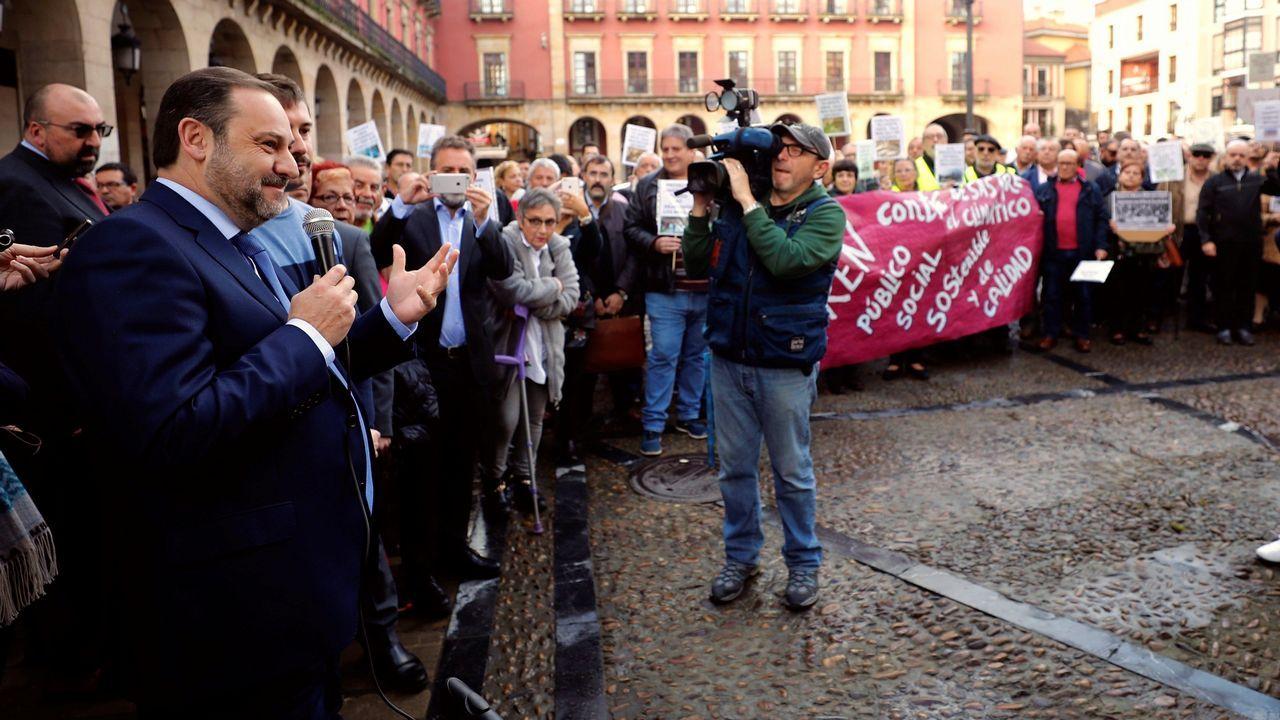 Llegada de Ábalos a Gijón.El secretario de Estado de Medio Ambiente, Hugo Morán