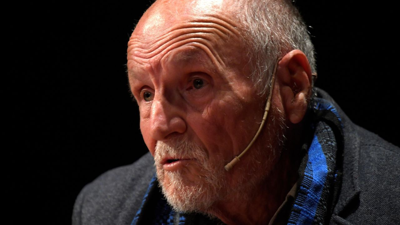 El pintor Antonio López participó junto con el artista Ricardo Mojardín, en  Diálogos entre artistas , actividad que forma parte de la Semana Profesional del Arte de Oviedo