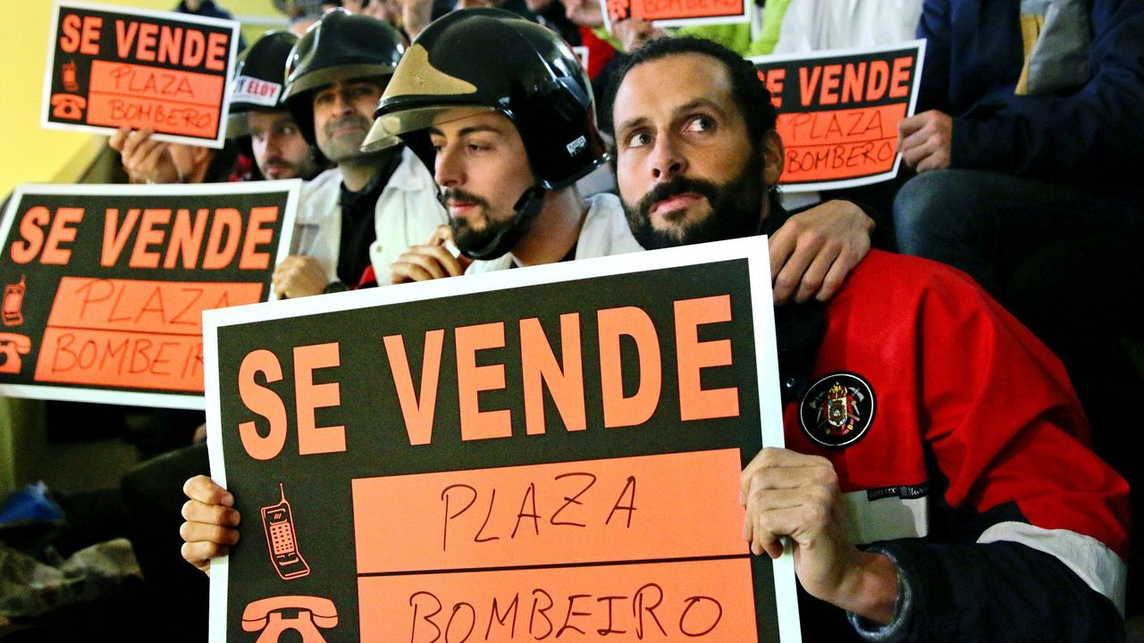Bomberos y policías de Vigo,en protesta por sus conflictos laborales.bomberos ribeira