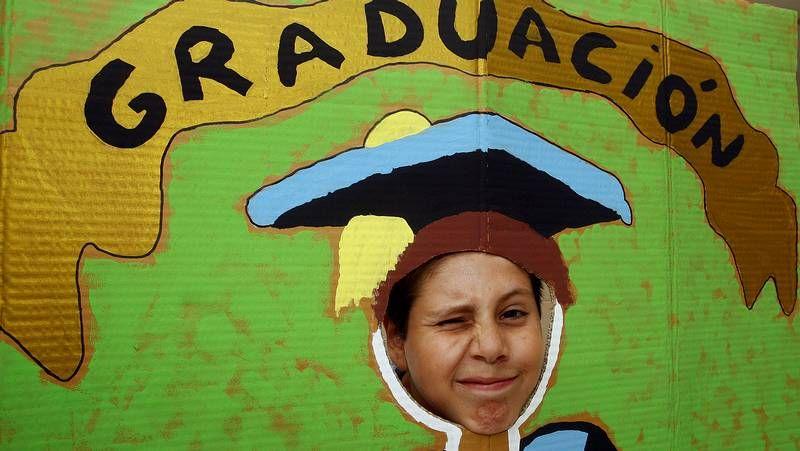 Un año de Tino en el Deportivo.Voluntarios de Cáritas durante la preparación de los menús del comedor en una imagen de archivo.