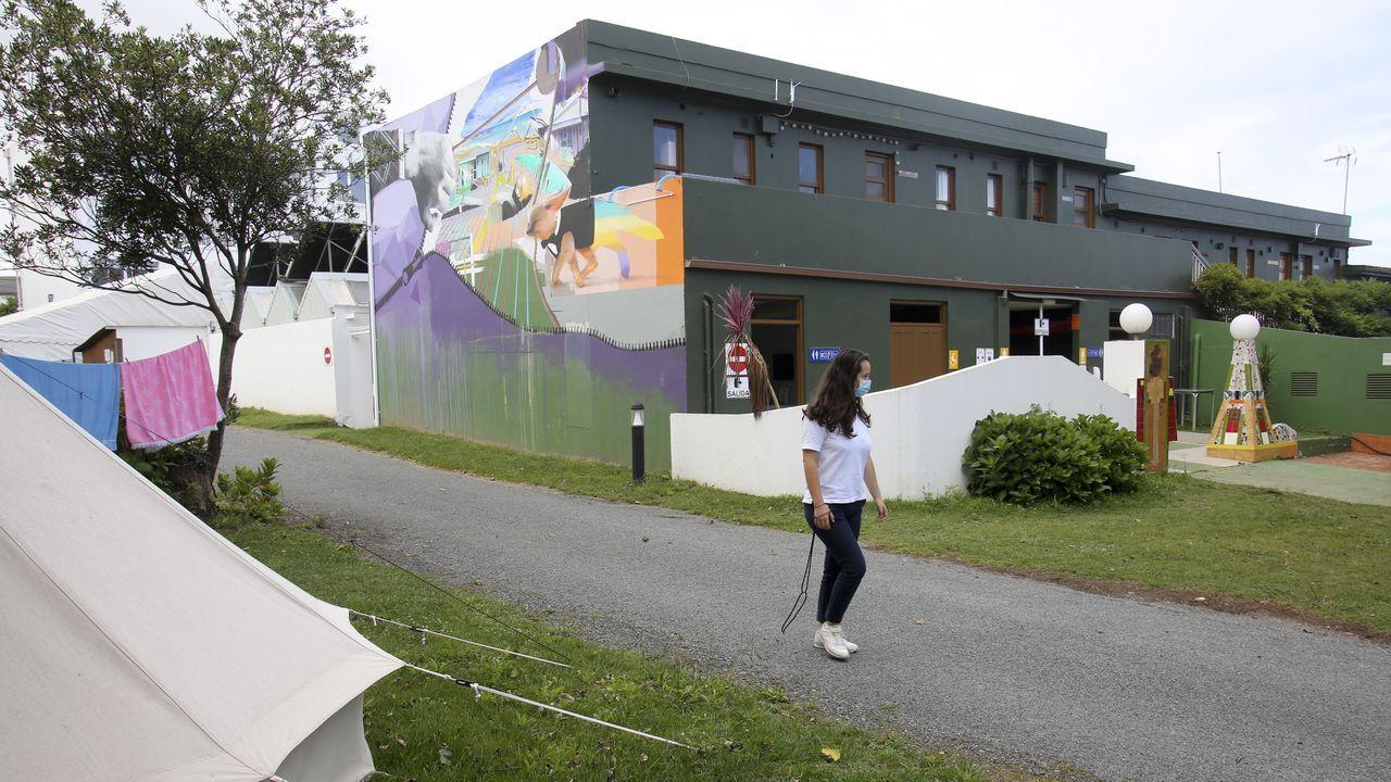 As Pontes, un museo al aire libre y a todo color.Instalaciones del cámping Valdoviño, que se resintió en julio de la ausencia de turistas extranjeros ligados al surf