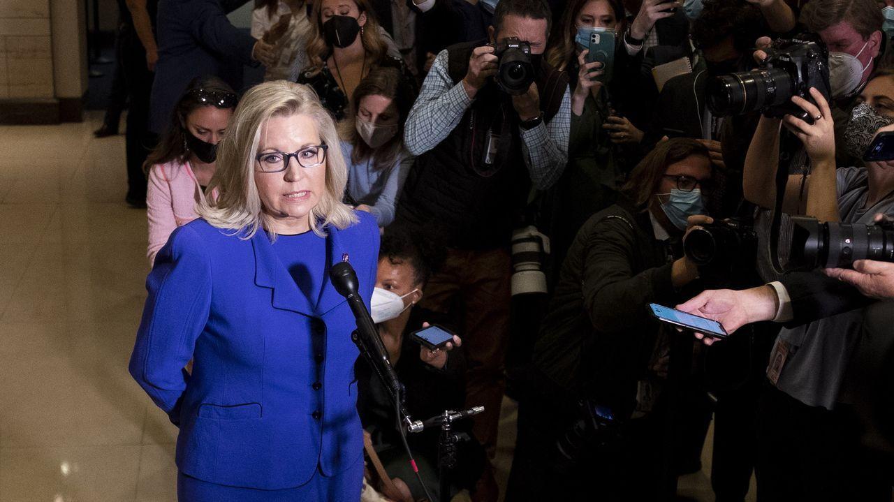 Liz Cheney comparece ante los periodistas tras la votación