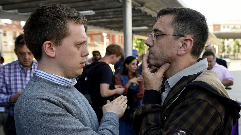 Owen Jones, junto a Juan Carlos Monedero
