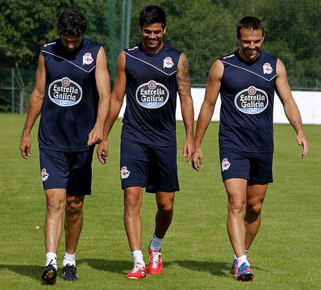 Aranzubía confía en las posibilidades del Dépor en el Bernabéu.Aythami y Marchena, en la imagen junto a Valerón, han disputado todos los minutos de Liga.