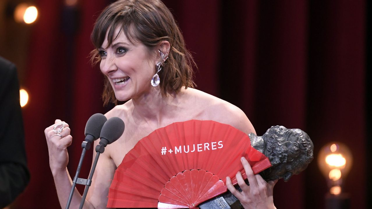 Nathalie Poza recibe el premio a mejor actriz por su papel en «No sé decir adiós»