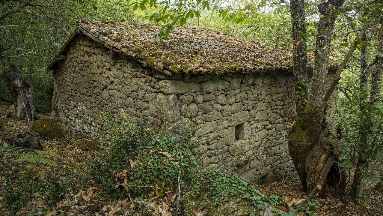 Una antigua construcción agrícola en el lugar de A Sapeira