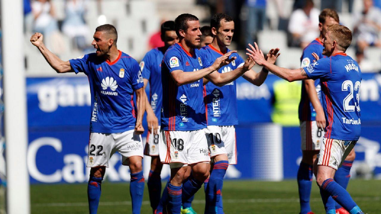 Gol Christian Fernandez Rocha Linares Mossa Real Oviedo Sevilla Atletico Carlos Tartiere.Los futbolistas del Real Oviedo celebran el gol de Christian Fernandez