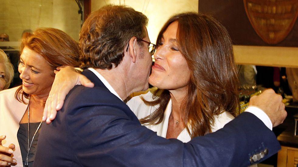 Feijoo, recibido por los suyos entre besos y abrazos