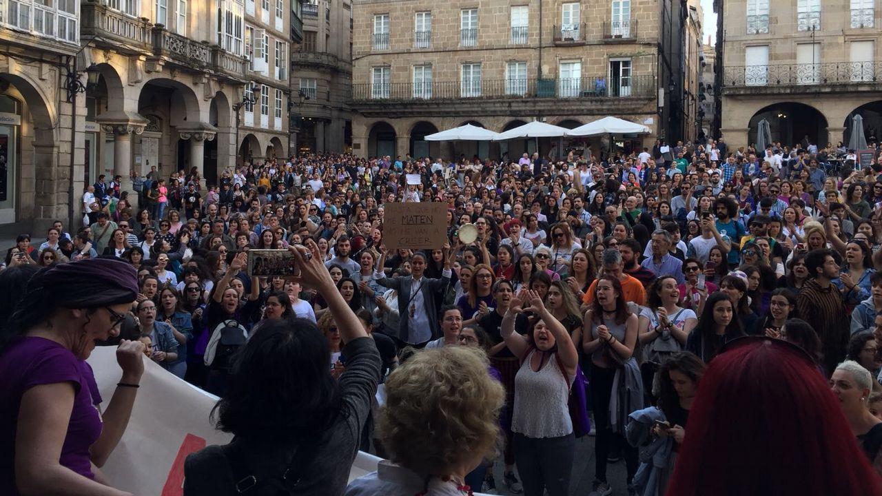 La lluvia no pudo con el puente.El Concello de Ourense canceló las actuaciones del Día de la Danza en la calle, pero algunas escuelas bailaron igual