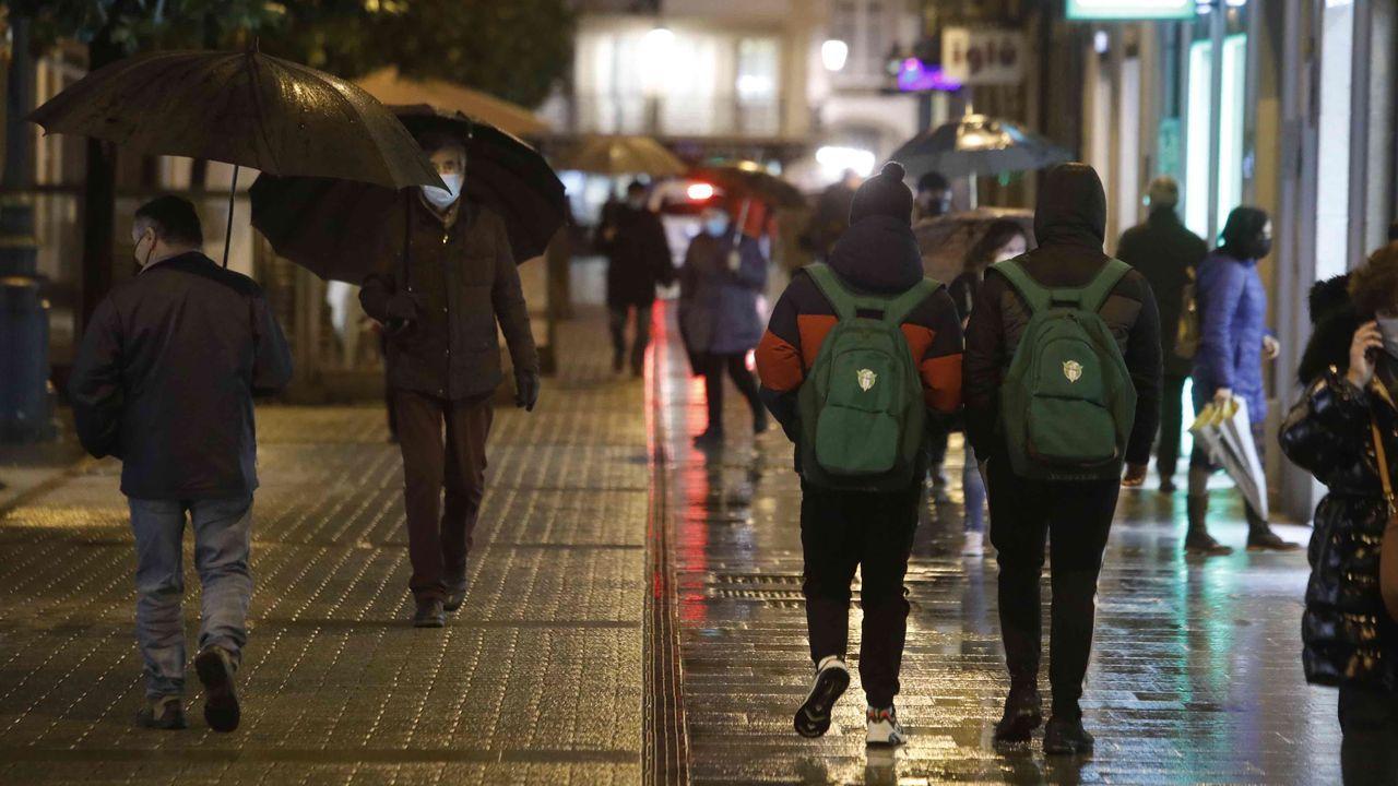 Estado del aparcamiento del HULA.Ambiente este jueves por la tarde en el centro de Lugo