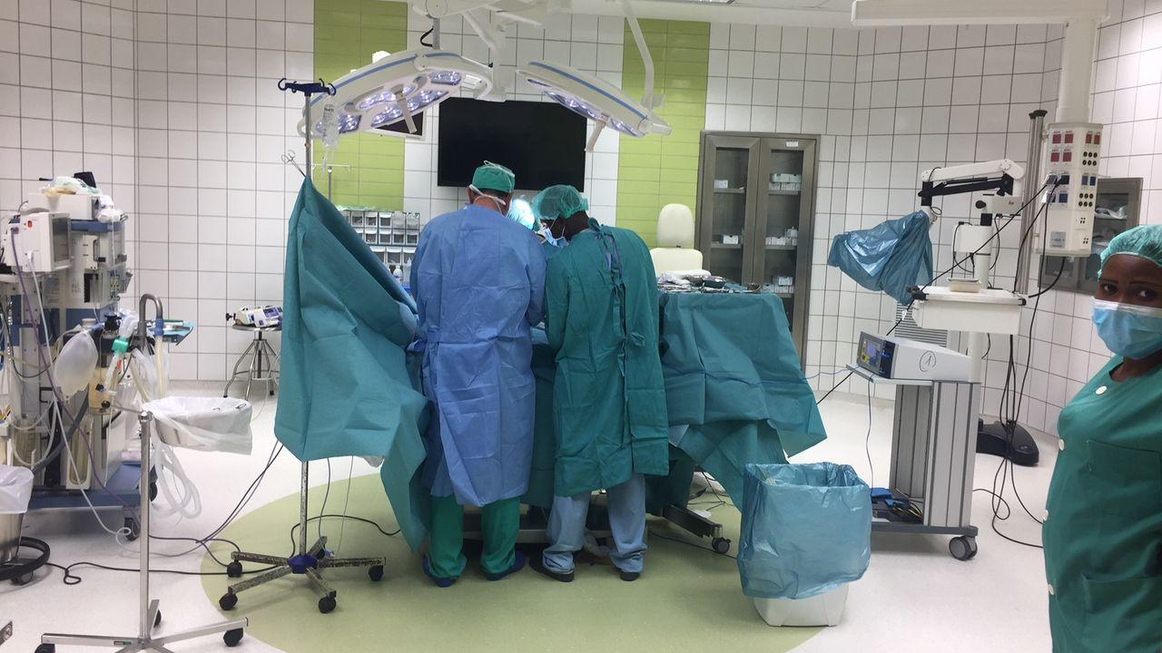 Luz e Son de Hércules 2.Guinea Salud. Hospital Virgen de Guadalupe de Mongomo
