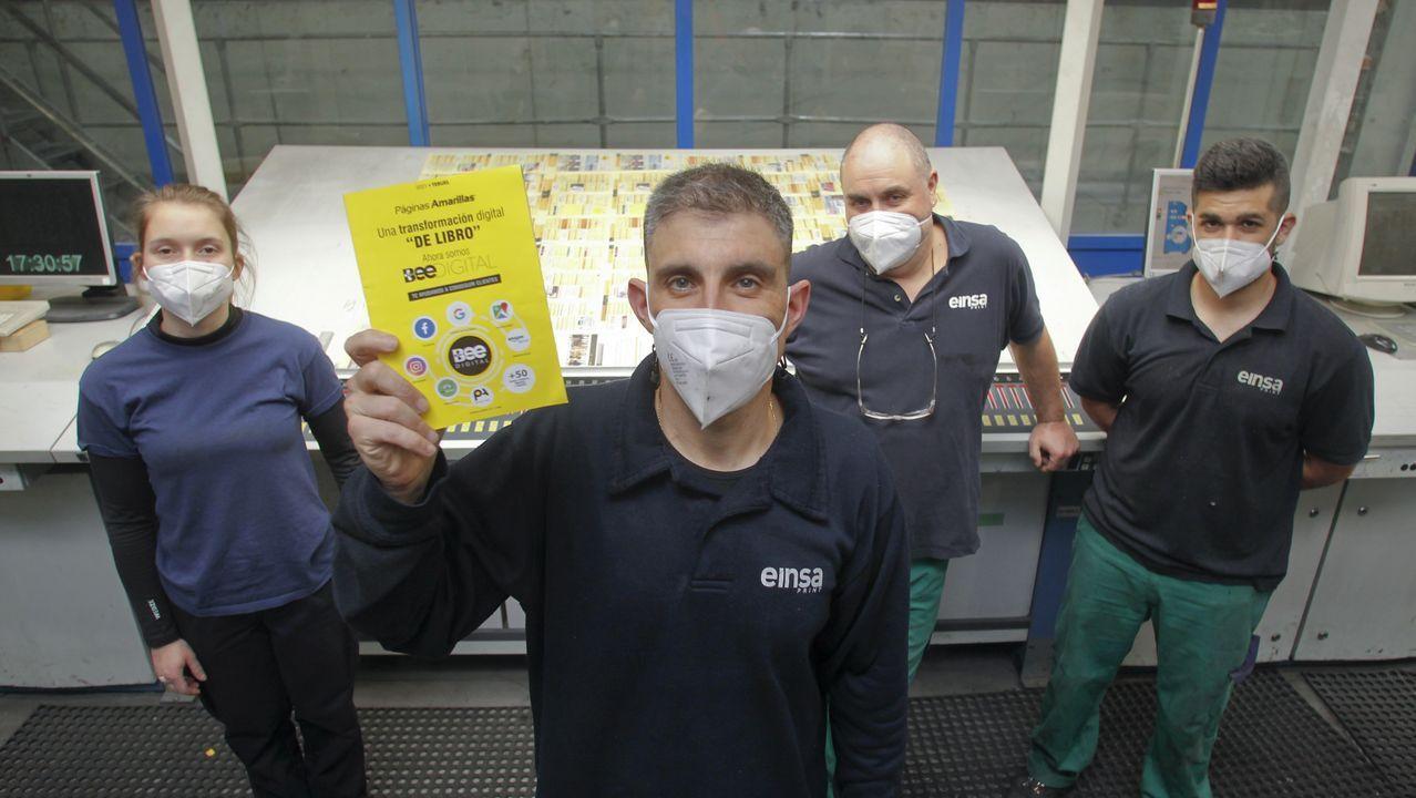 Promociones de SSG en Oleiros.JAVIER CRUZ MUESTRA LAS ULTIMAS PAGINAS AMARILLAS IMPRESAS EN  EINSA