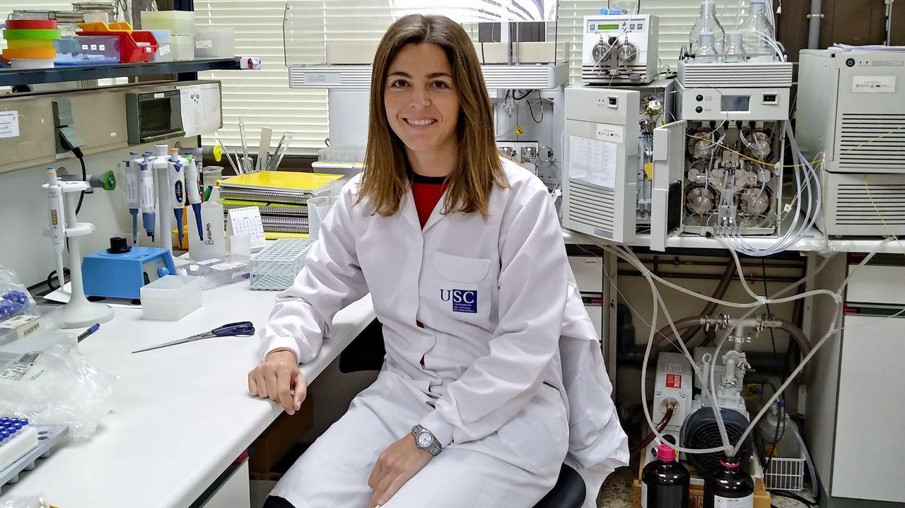 Paz Otero Fuertes, retratada en el laborario del campus de Lugo