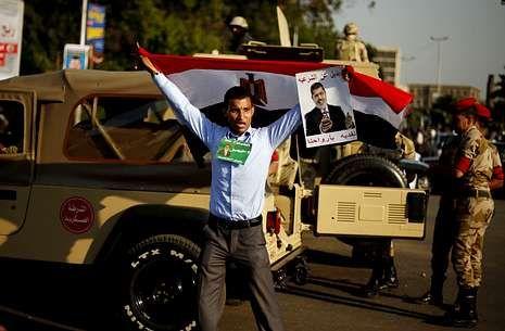En imágenes: La masacre entre el Ejército y los militantes de Mursi.Los islamistas ocupan el puente 6 de octubre en El Cairo para exigir el retorno de Mursi.