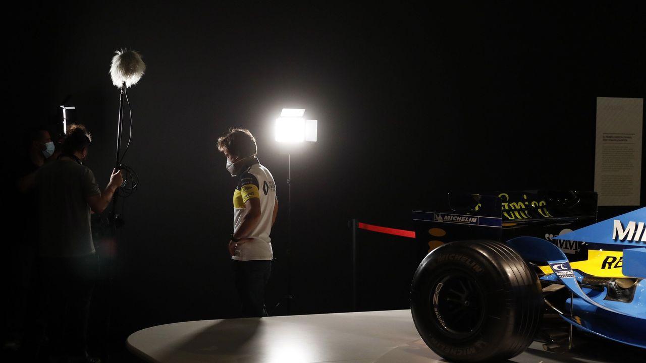 El piloto Fernando Alonso este miércoles en la grabación de un documental en el museo que tiene en el municipio asturiano de Llanera