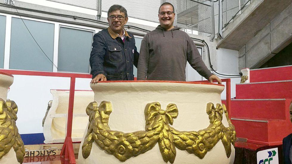 «Rivi» y Diego Valiño, en una réplica de los palcos del Campoamor
