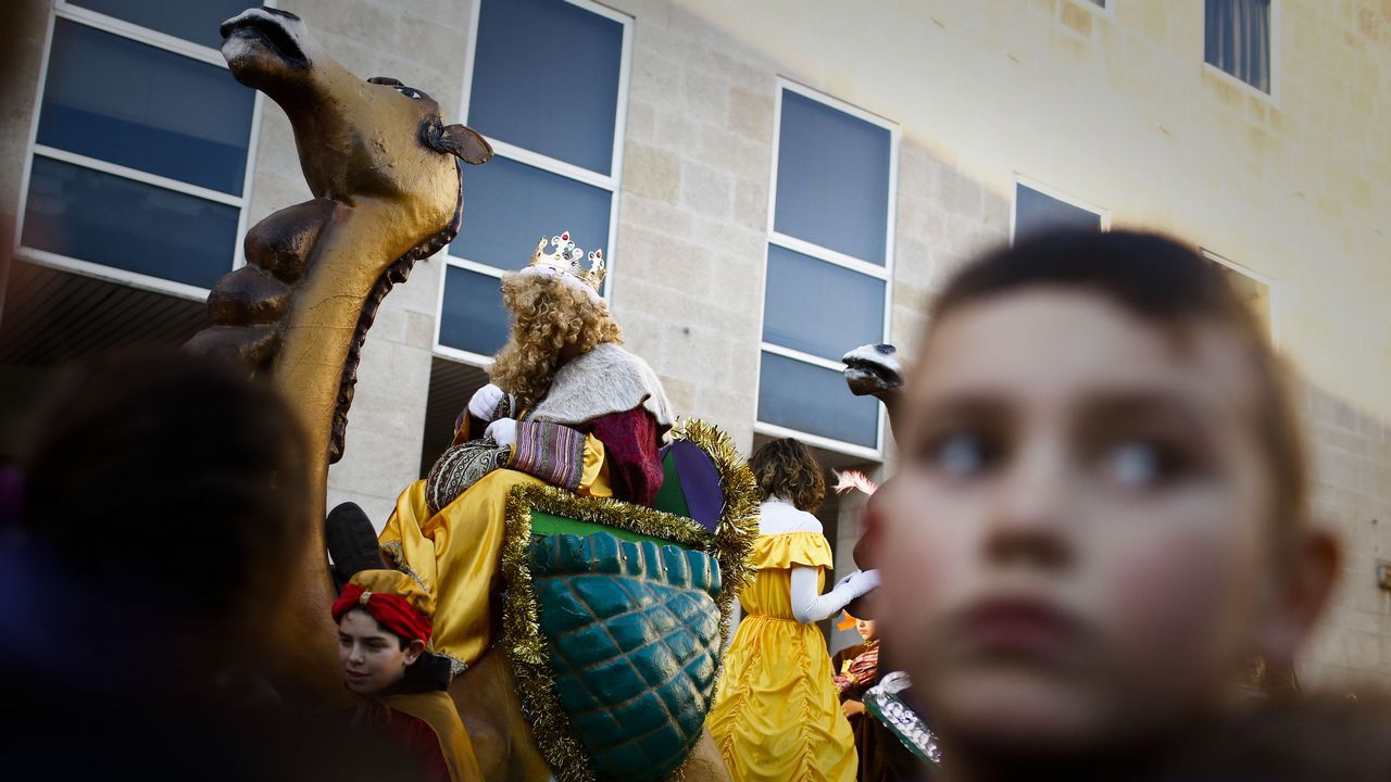 Cabalgatas de Reyes de Ourense.Cientos de personas se congregaron en las calles de Xinzo para recibir a los Reyes Magos