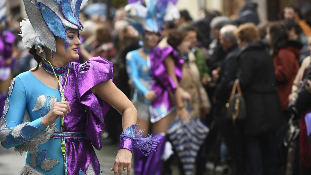 El evento cuenta con diferentes actuaciones; en la imagen, una banda de gaitas