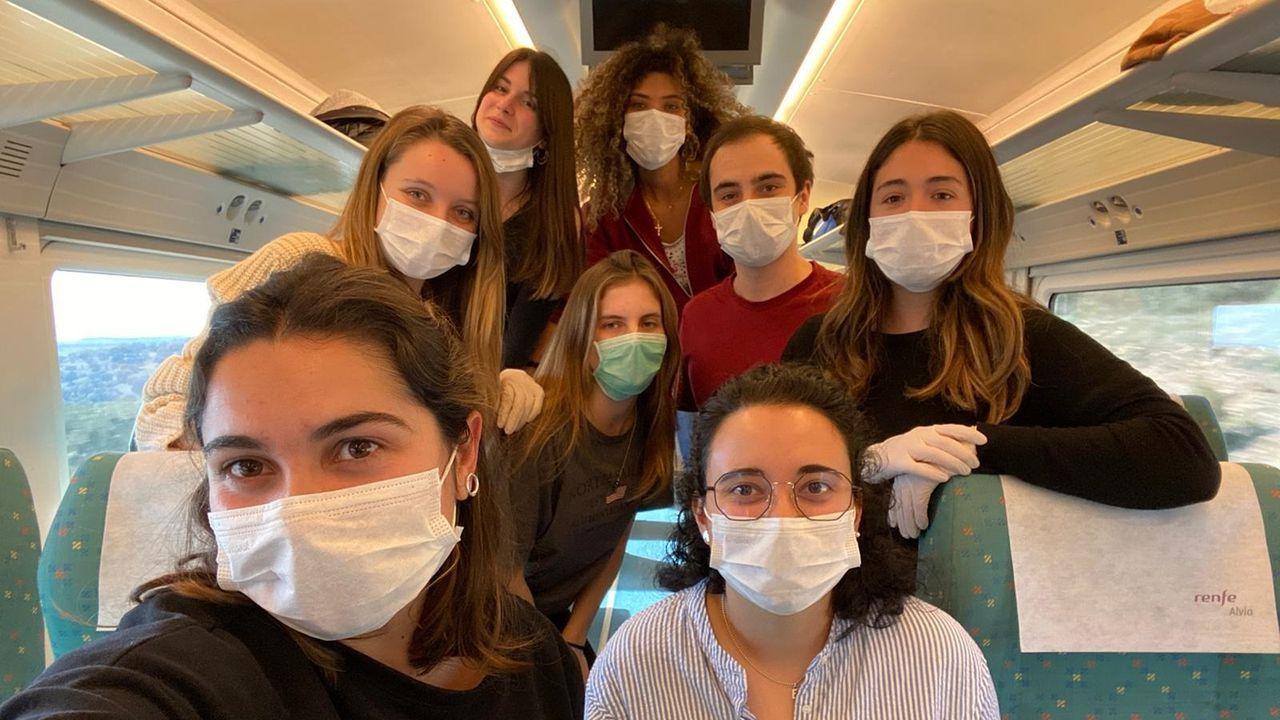 La técnica que utilizan en los hospitales con los enfermos por COVID-19.Los voluntarios se desplazaron a Madrid en el único tren que partió este viernes desde Vigo hacia la capital