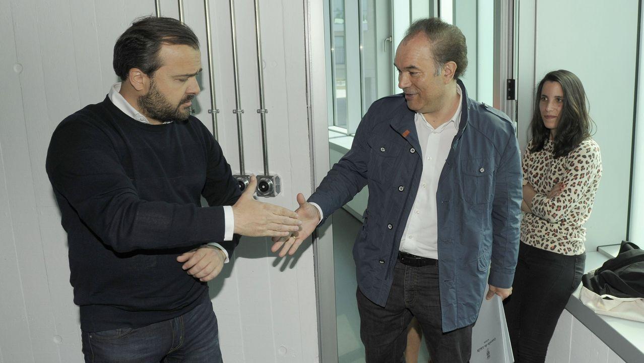 Uxue Barkos (Geroa Bai) y María Chivite (PSOE) formalizaron el traspaso de poderes en la presidencia de Navarra