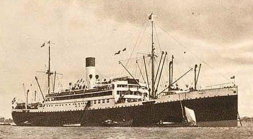 Varios gallegos, atrapados a bordo de un crucero.Pasajeros con mascarillas en el aeropuerto de Ezeiza, en Buenos Aires