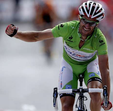 La terrible dureza de la subida al Angliru.Dani Moreno celebra su segundo triunfo de etapa en la presente Vuelta.