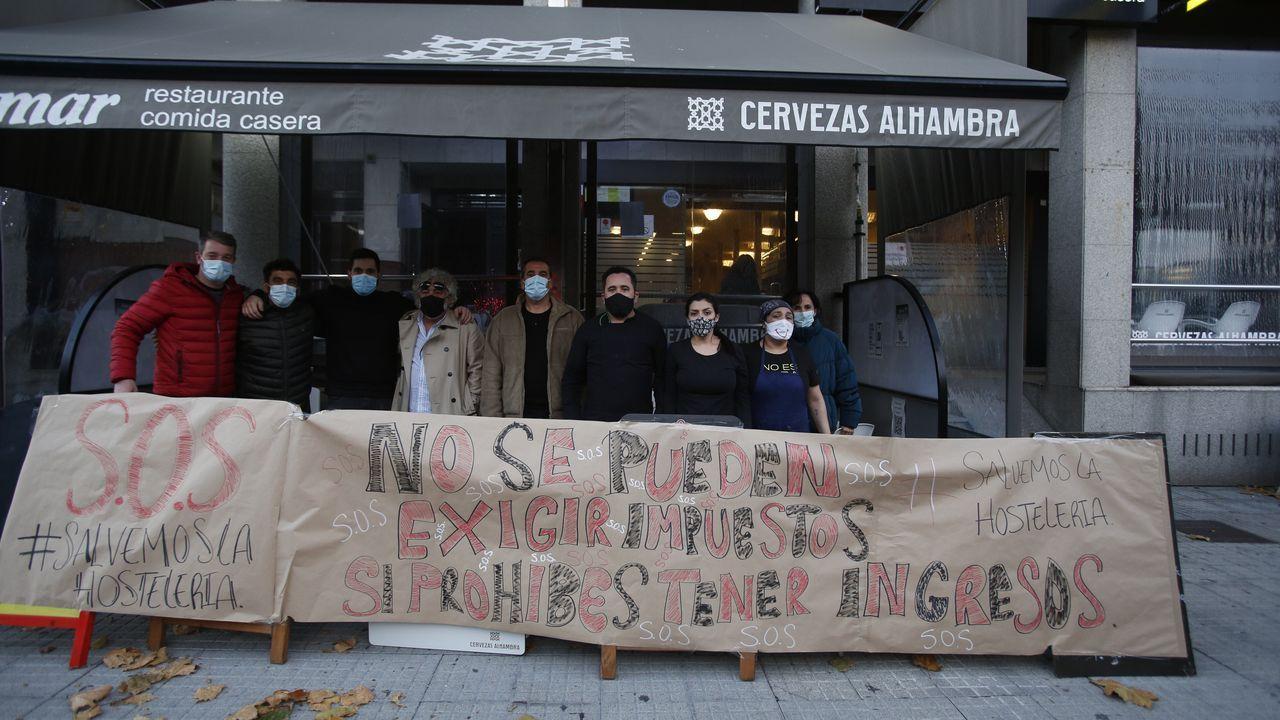 Pancarta de protesta de los hosteleros de la zona del estadio de Riazor, en A Coruña