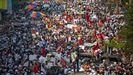 Multitudinaria protesta en la calles de Rangún