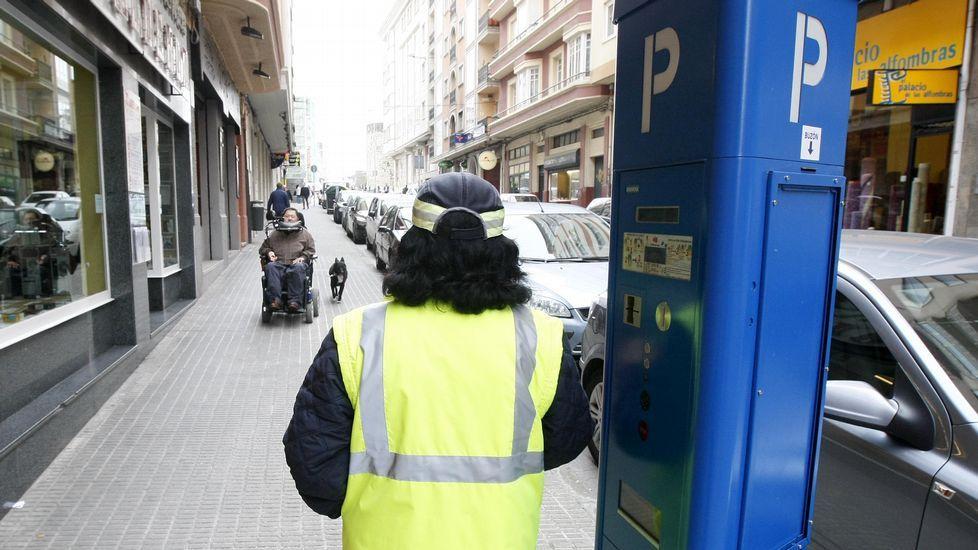 El multamóvil entrando en el antiguo túnel de María Pita, cuando aún patrullaba.