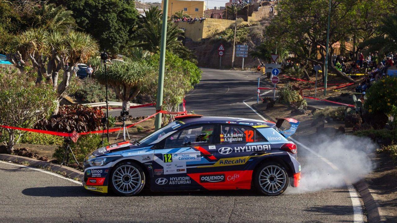 José Antonio Suárez «Cohete» y su copiloto Alberto Iglesias, con el Hyundai i20, en uno de los tramos del pasado Rallye de Canarias