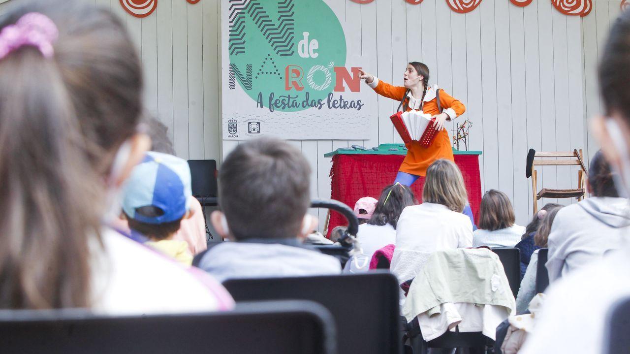 Arousa celebra as Letras Galegas.Soraya Lema presentou o seu espectáculo «Aldara na montaña» na Praza da Lectura