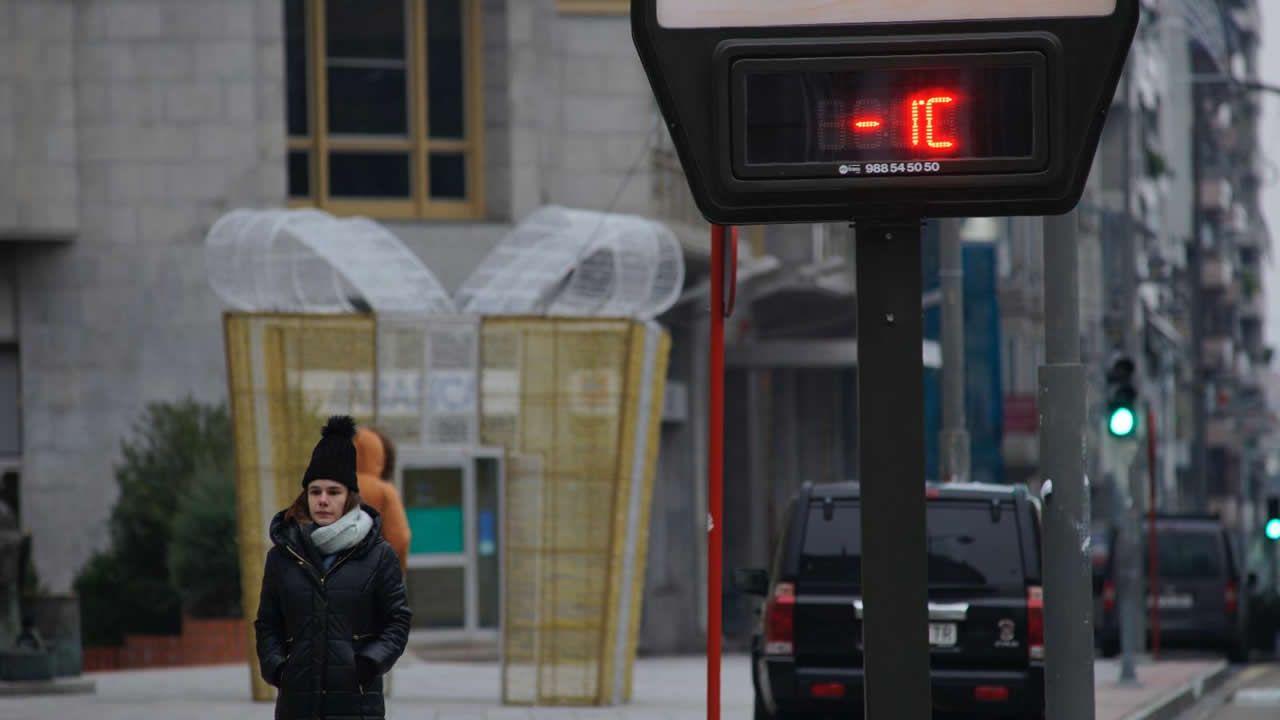 Temperaturas bajo mínimos en Galicia.El frío nocturno convierte las ventanas de cristal en obras de arte al amanecer