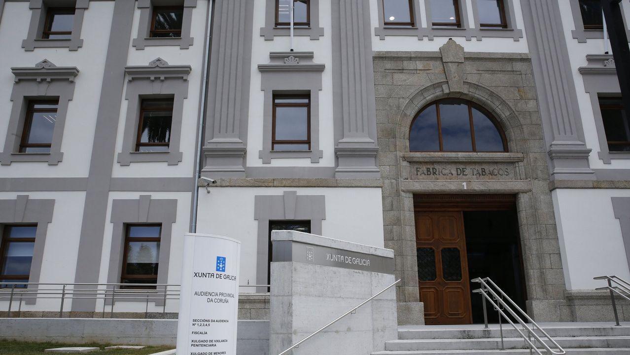 Concentraciónpor las imputaciones durante la protesta de Alcoa en Madrid.Nueva sede de la Audiencia Provincial de A Coruña