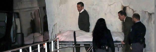Traslado.El cuerpo del ultra del Dépor es trasladado al Instituto Anatómico Forense