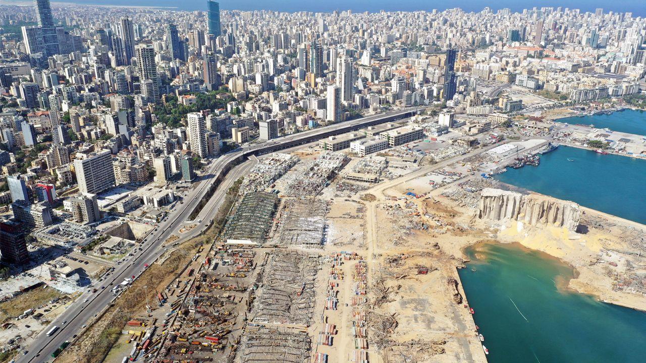 Imagen aérea del puerto devastado por la explosión