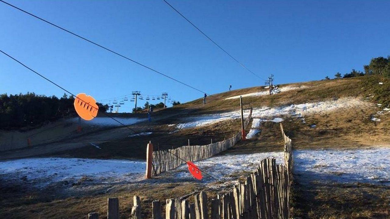 Primer día de la temporada en Manzaneda.Nieve en A Pobra de Trives (Ourense)