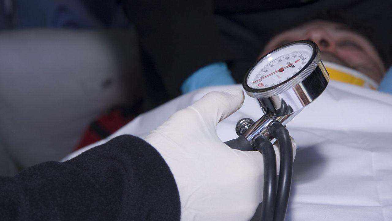 Un paciente recibiendo asistencia médica