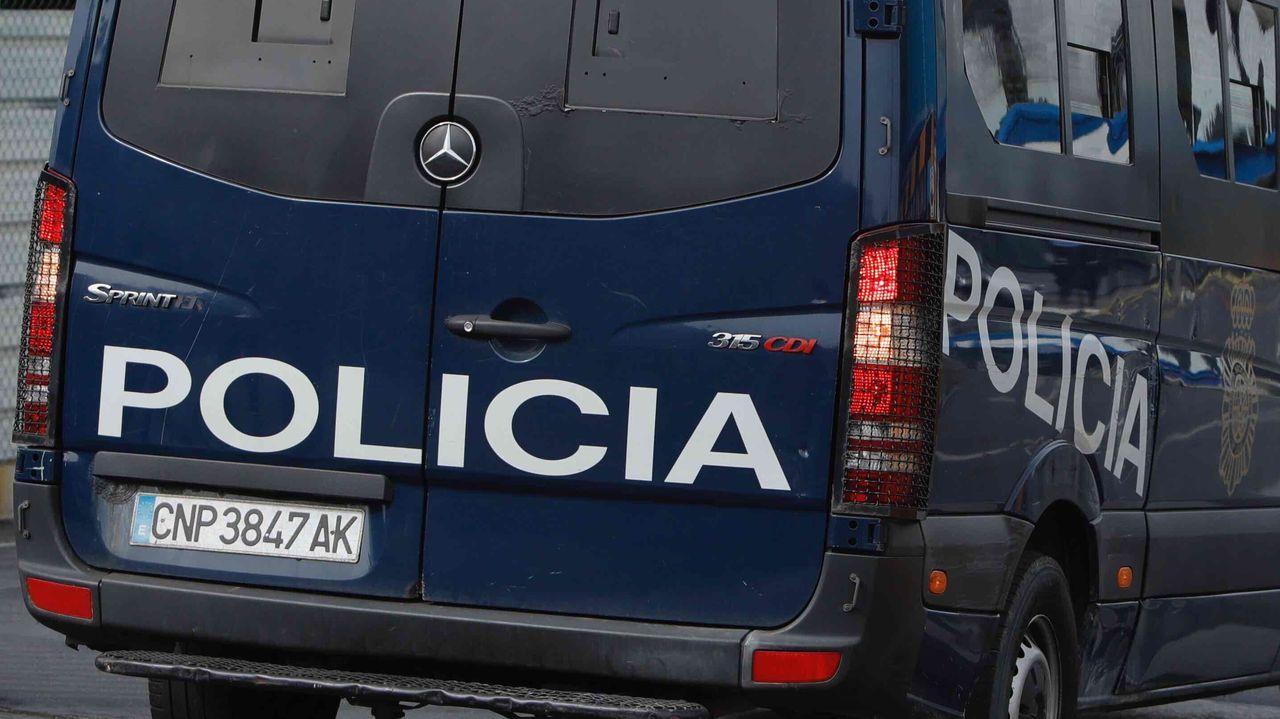 Viernes de buen tiempo en A Coruña.Control con agentes de Mugardos