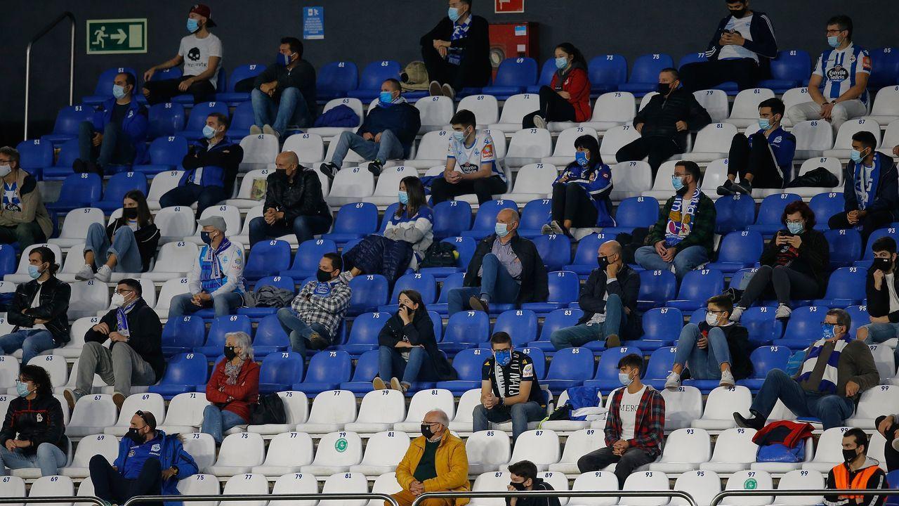 Todas las imágenes del Sevilla-Celta.Aficionados en las gradas de Riazor durante el Deportivo-Salamanca UDS del 18 de octubre
