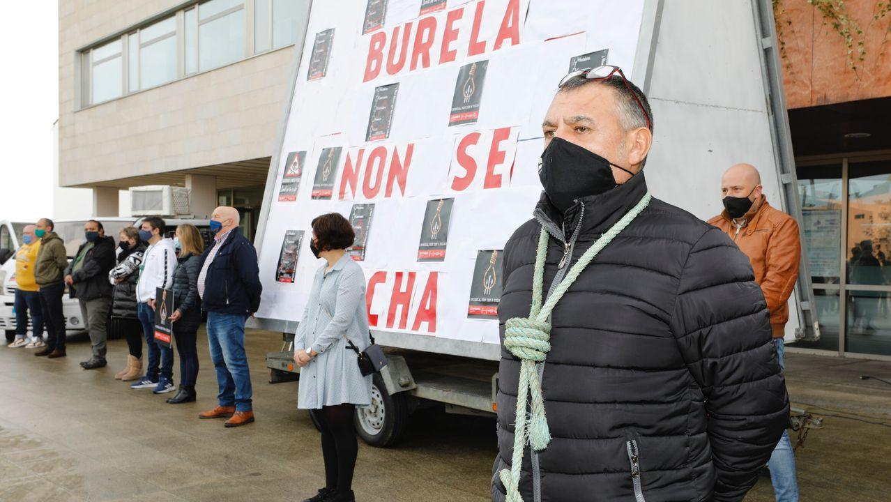 Imagen de la concentración celebrada el pasado domingo en Burela convocada por la hostelería para rechazar el cierre perimetral y del sector