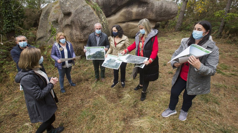Puesta de largo de una ruta de senderismo por los Penedos de Pasarela y Laxe: las imágenes.Miguel Ángel Roldán