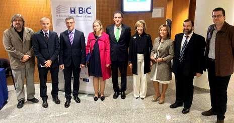 De izquierda a derecha, Ramiro  Trillo, Juanatey, Verde, Ana Baña, José Sánchez, Estrella López, Milagros Pedreira, Sande y Pérez Muñuzuri.
