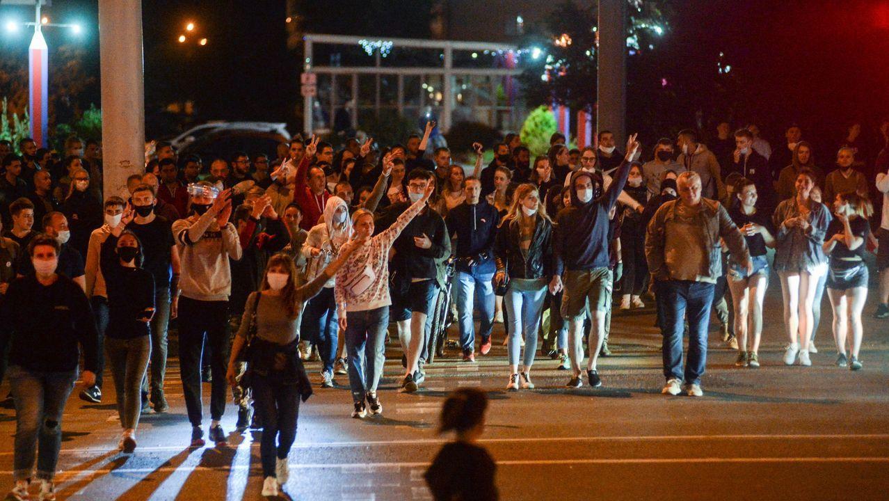 Manifestantes protestan contra el resultado de las elecciones bielorrusas, que consideran fraudulentas