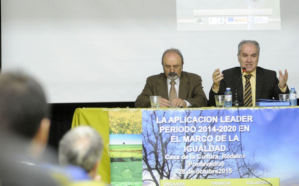 Antonio Crespo, director de Agader, a la derecha, en Rodeiro.