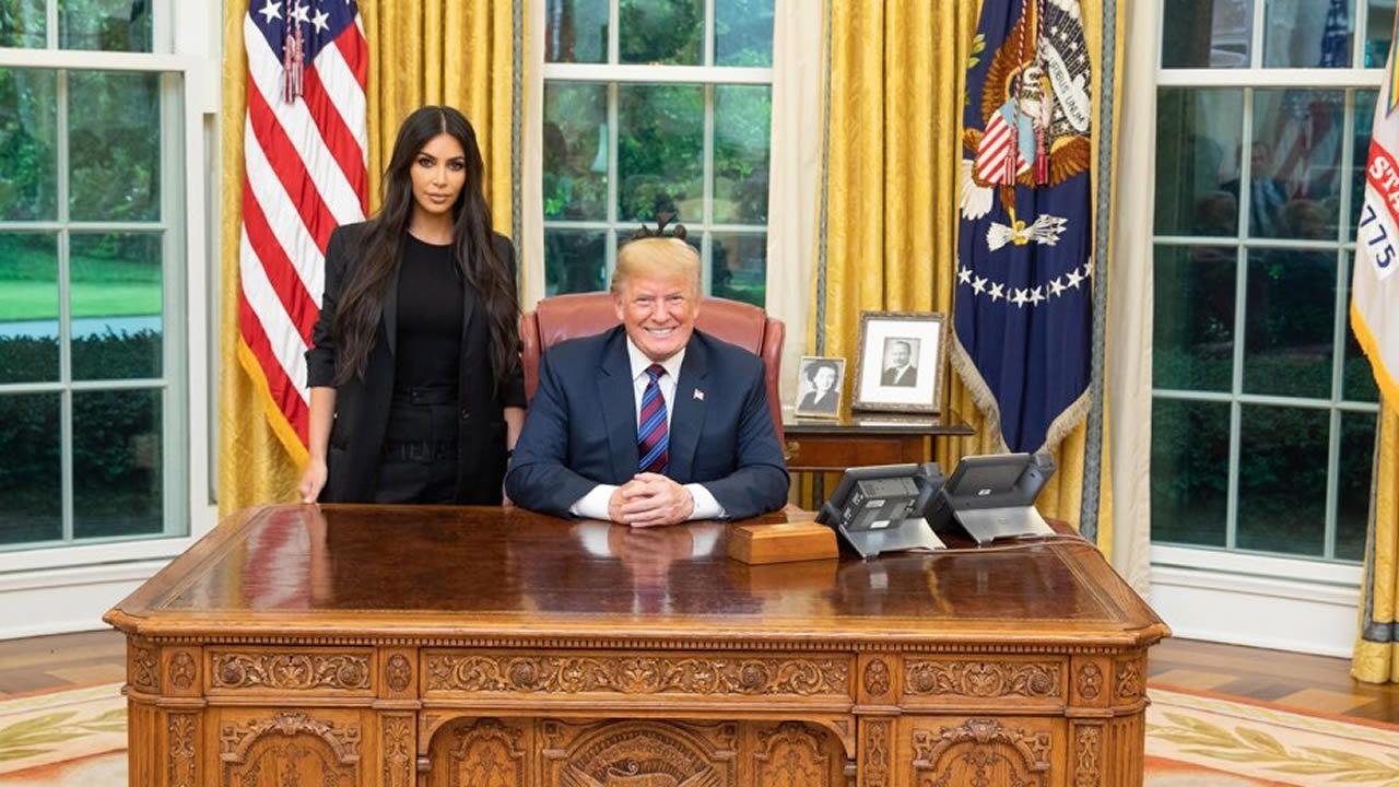 Trump indulta a una mujer condenada hace 20 años por tráfico de drogas tras la petición de Kim Kardashian.Kim Kardashian y Kanye West en una imagen de archivo.