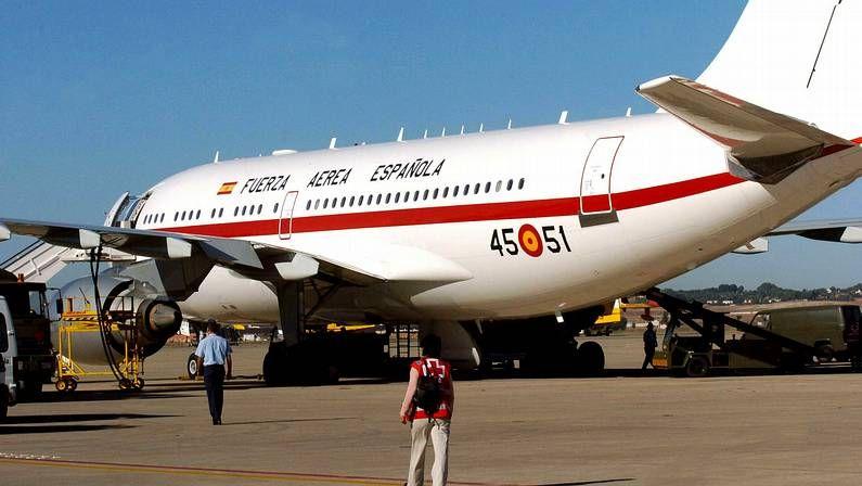 Juan Carlos y el príncipe Felipe, primer acto oficial juntos tras la abdicación.Airbus A-310